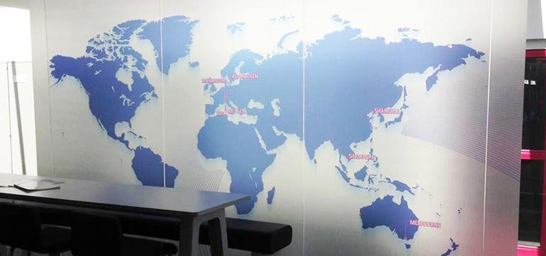 Weltkarte und Sandstrahlfolie