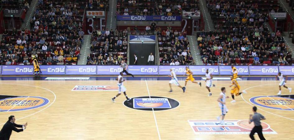 bandenwerbung-banner-sport-basketball-print-Werbetraeger – Fussballstadion - Stadien – Arena – Seitenwerbung – Stadion – Fussballplatz